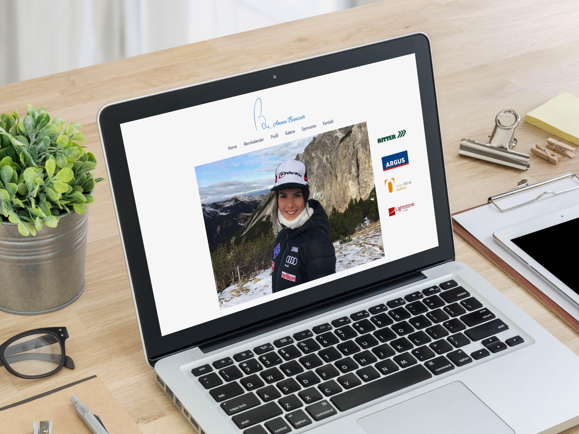 Mockup mit Ansicht der Webseite von Anna Banzer