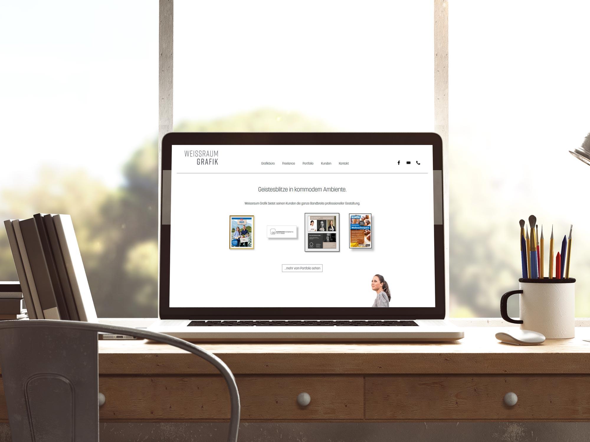 Webseite von Weissraum Grafik auf einem Bildschirm